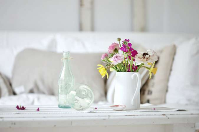 beach-cottage-flowers-pitcher-decor-675x449