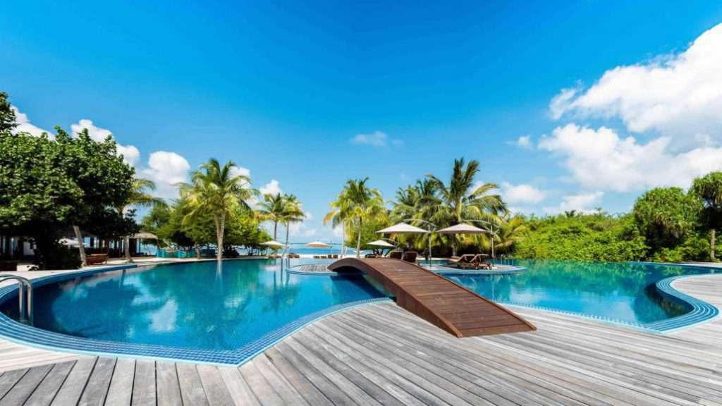 hideaway-maldives-main-pool-1600x900-1030x579