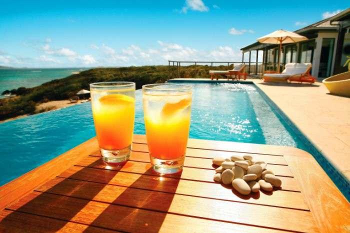 otdyih-u-basseyna-relax-by-the-pool-4368----2912-700x466