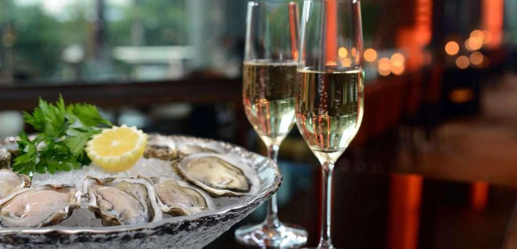 Klassika-zhanra-ustritsy-s-shampanskim