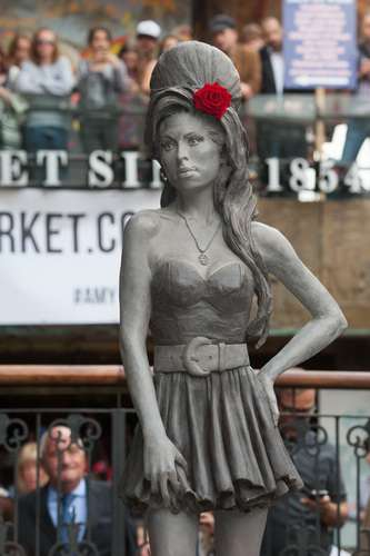 amy-winehouse-statue