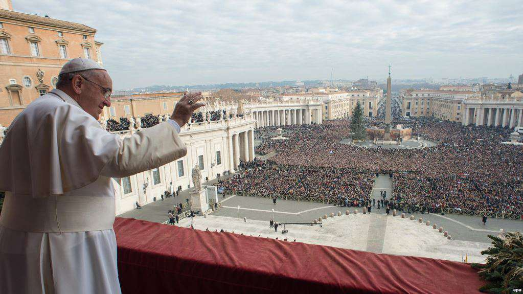 epa04539957 A handout image provided by Vatican newspaper L'Osservatore Romano shows Pope Francis giving his traditional Christmas 'Urbi et Orbi' blessing from the balcony of Saint Peter's Basilica at the Vatican City, Vatican, 25 December 2014. EPA/OSSERVATORE ROMANO / HANDOUT