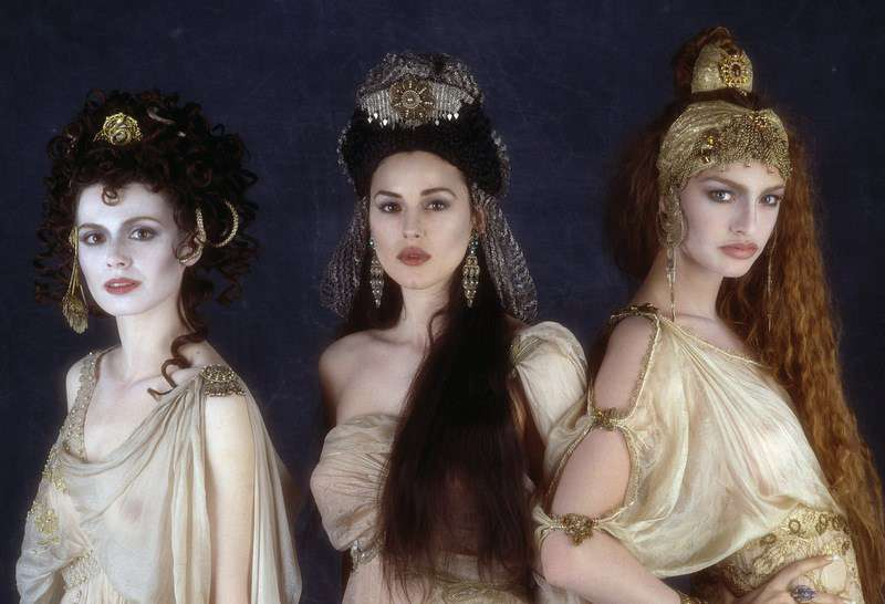 Bram-Stokers-Dracula_The-Brides-dresses_Image-credit-Columbia-Pictures