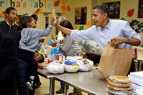 Obama-food-kitchen-2010-thanksgiving