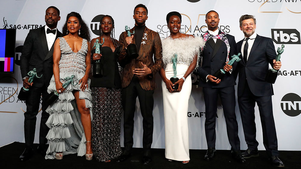 epa07326933 The cast for 'Black Panther' pose with the SAG Award for Outstanding Performance by a Cast in a Motion Picture in 'Black Panther' during the 25th annual Screen Actors Guild Awards ceremony at the Shrine Auditorium in Los Angeles, California, USA, 27 January 2019. EPA/NINA PROMMER